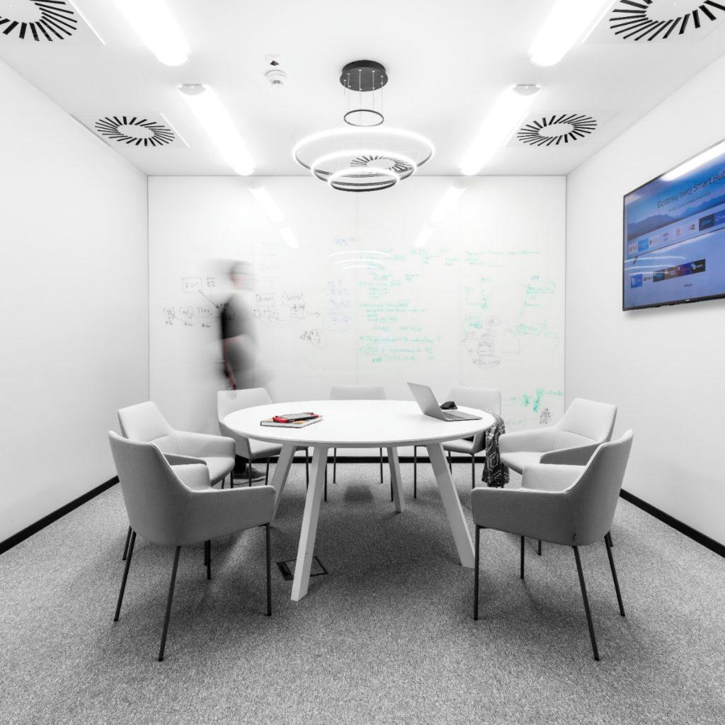Powierzchnia przygotowana wklimacie activity based working; wnętrze sali konferencyjnej. Autorzy: ZONA Architekci, Foto: strazynski.pl