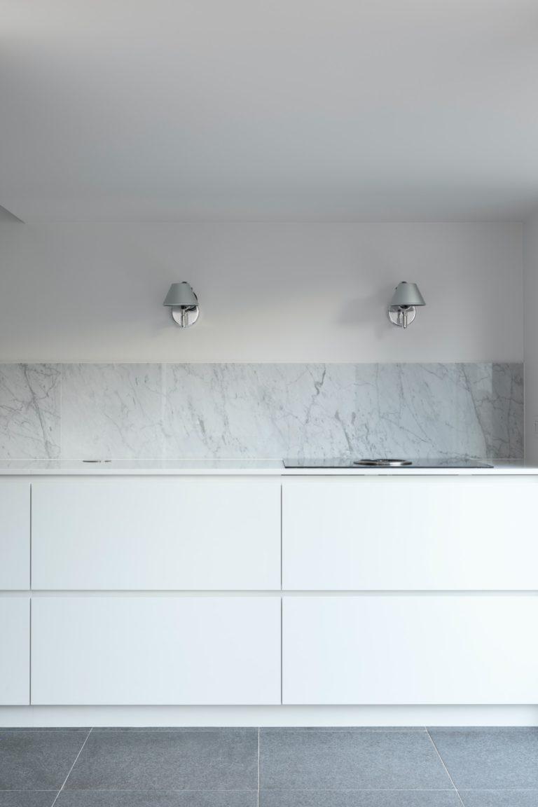 okap blatowy pozwala nacałkowite pozbycie się zabudowy nadblatowej lub dodatkowych sprzętów nadblatem kuchennym.